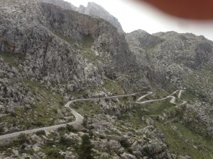 Cykla i bergen på Mallorca kan vara en bra att se fram emot. Sa Calobra på bilden.