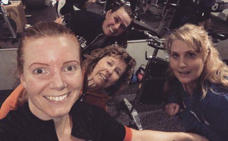 Glada cyklister!