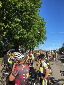 Många glada cyklister som deltog i Halvvättern för funktionärer. I strålande solsken dessutom.
