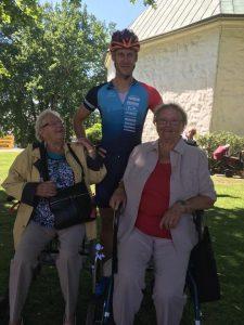 Trogna supportrar. Fruns mormor med syster 88 och 90år