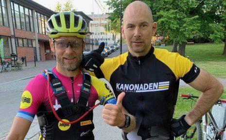 Mer än 30 mil på landsvägscykel är en stor utmaning. Motalabon André Conradsson ville ta det ett steg längre. Tillsammans med kompisen Henrik Sparr cyklade han Min Vätternrundan i mountainbikespåret..