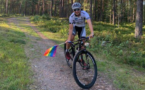 I helgen hade Alina Johansson gärna varit i gamla hemstaden Motala för att uppmärksamma Pride. Nu blev det i stället från den nya hemvisten i Dalarna.