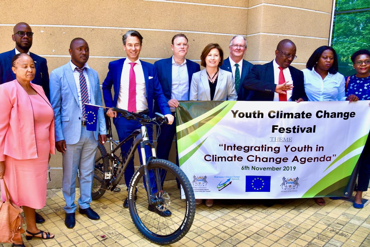 Diplomaten Jan Sadek med Youth Climate Change Festival