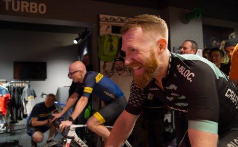 Göteborgaren Mikael Männer har fastnat för Zwift. Smidig, enkel och kul träning där det bara är att koppla upp sig. På söndag kör han Vätternrundans långpass.
