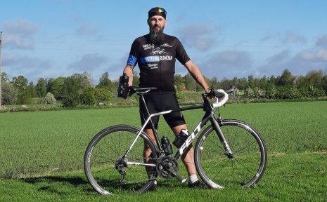 Daniel Lindh har ofta projekt på gång. I år ska han först cykla runt Hornborgasjön sju kvällar i rad, och i september är det dags för Vätternrundan.
