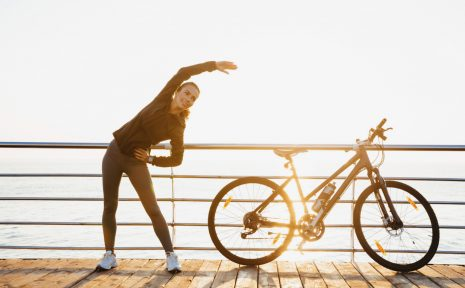 Varierad träning och många mil i benen. Då är förutsättningarna goda för att undvika skador under ett långt cykellopp.