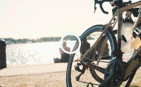 En kall och mörk natt. Så sammanfattar många cyklister årets Vätternrundan. Men när väl solen tittade fram blev det en magisk dag i Motala under årets lopp.