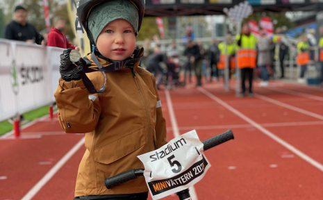 I helgen var det dags för barnens egen cykelfest. En av deltagarna var Agaton Rapp, som tog sig runt Minivättern-banan.